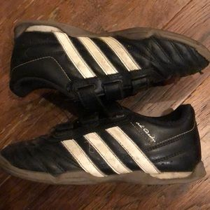 Youth Adidas Indoor Soccer Shoes Size 3.